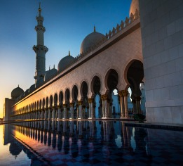 A beautiful sunset over the Sheikh Zayed Mosque