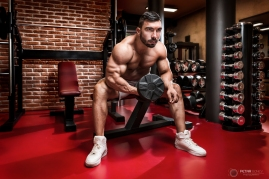 Bodybuilder workout for biceps.
