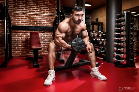 Bodybuilder workout for biceps.
