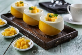 Panna cotta and mango dessert